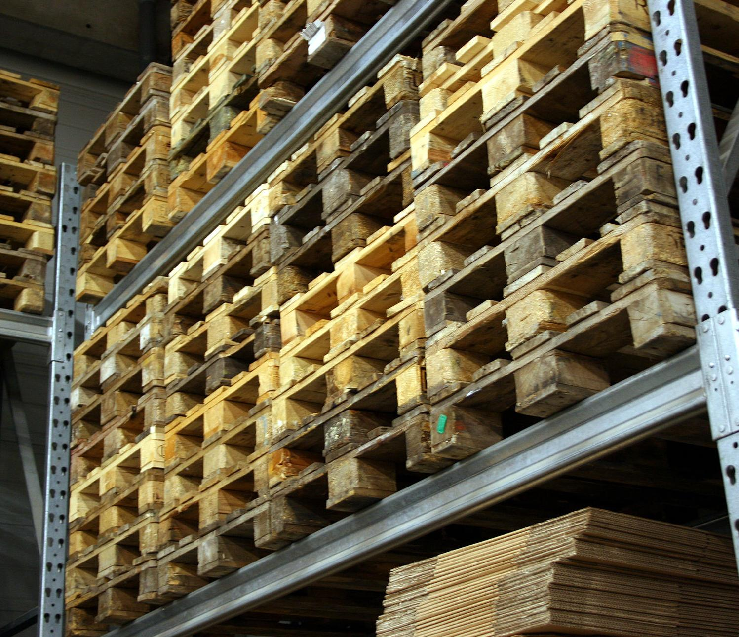 How Do You Operate A Hand Pallet Truck