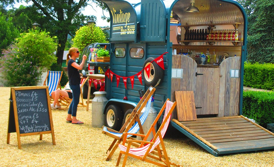 How To Hire A Mobile Bar In Essex?