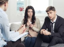 When and How Should You Go For A Couple Therapist