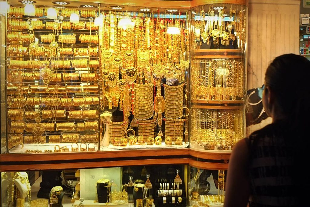 Factors to Keep in Mind While Online Shopping for Gold