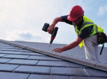 Ladder is the trustworthy friend of a professional roofer: safety is must